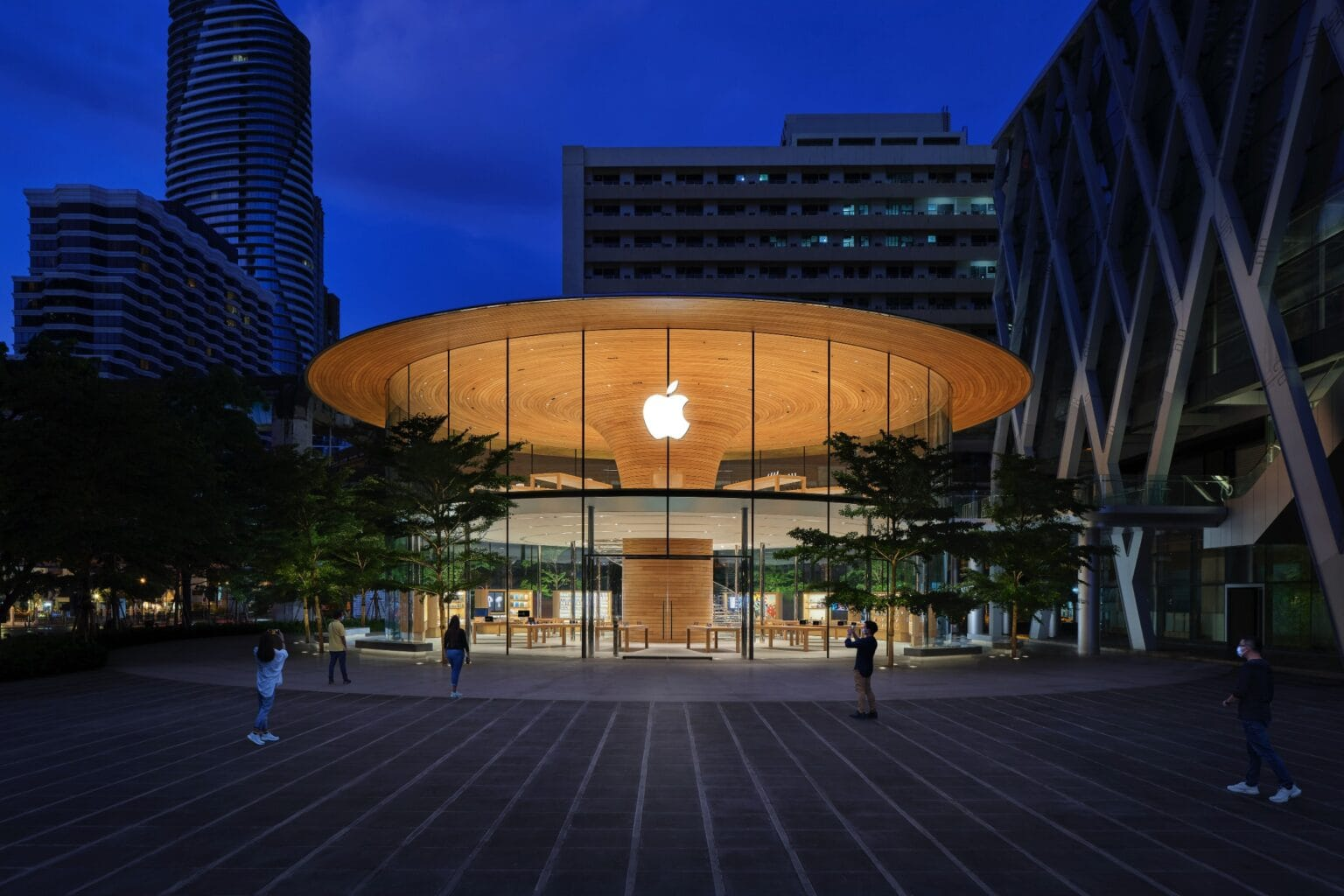 Apple Central World 3