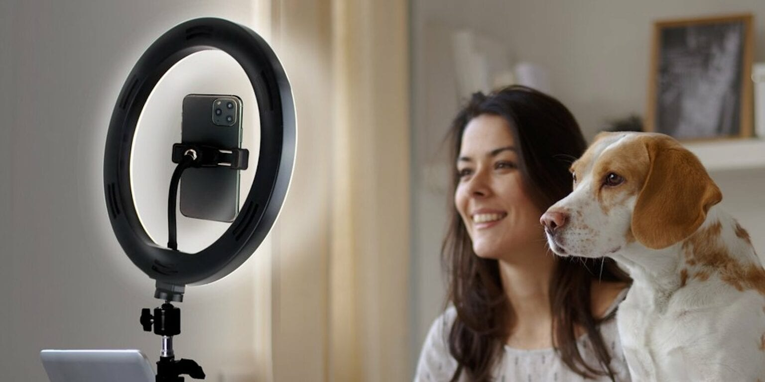 U-Stream: This kit includes a USB-powered ring light, an adjustable tripod and a nonslip phone holder.