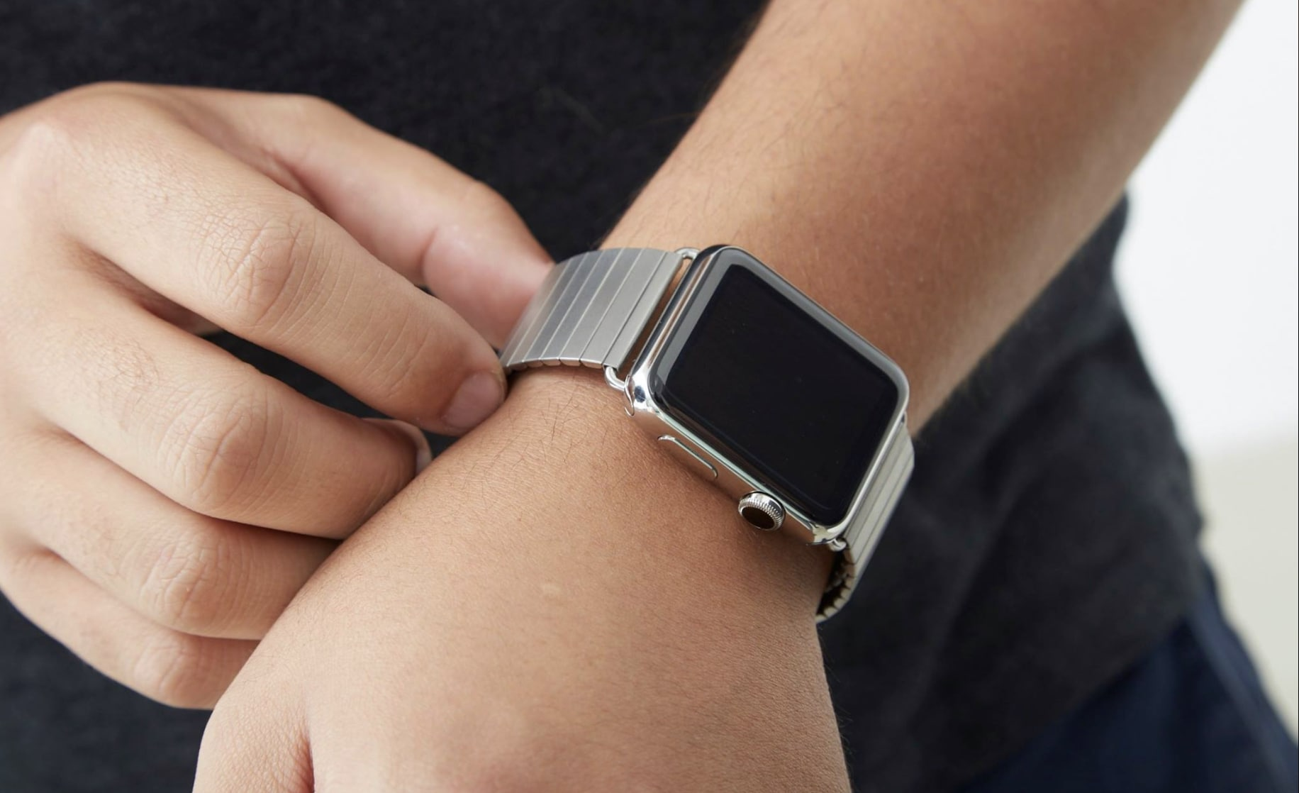 Dress up Apple Watch with Rilee & Lo's stunning stretch-link band