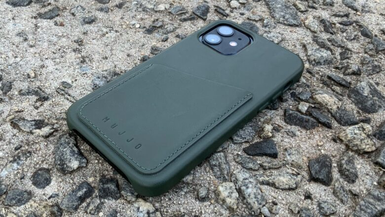 Mujjo Full Leather Wallet Case for iPhone 12 leaves the cameras ready to use..