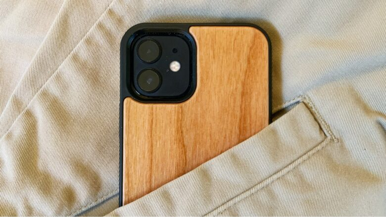 Oakywood Wooden iPhone Case looks professional and luxurious