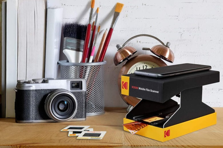 Kodak Mobile Film Scanner: Scan, convert, edit, save and share your old film negatives straight from your smartphone or tablet, compatible with Android and iOS