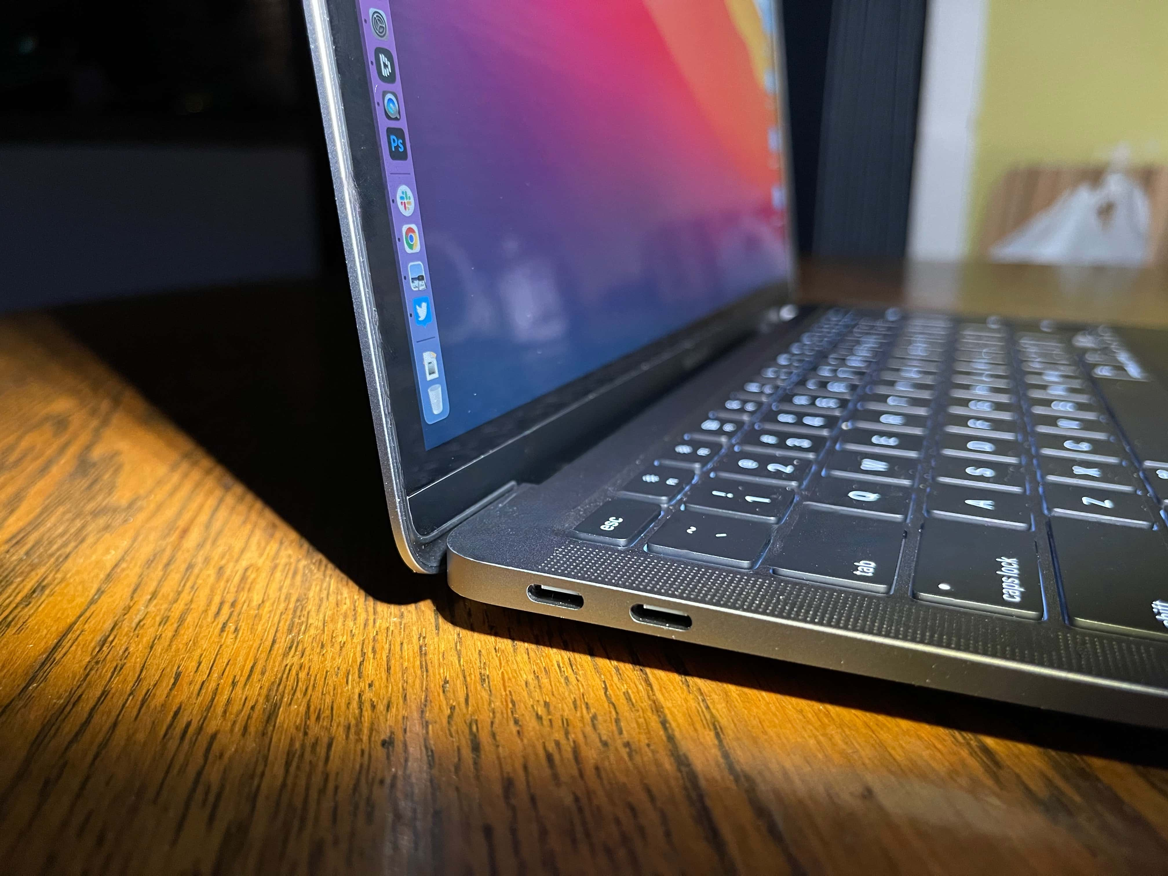 MacBook Air M1 2020: Unfortunately, the new MacBook Air comes with only two ports.