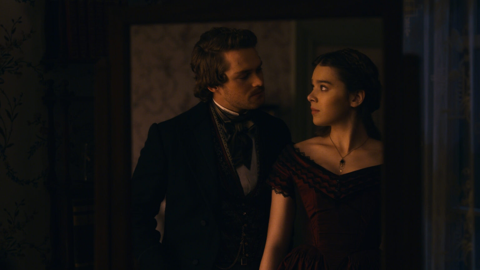 Finn Jones & Hailee Steinfeld in Dickinson