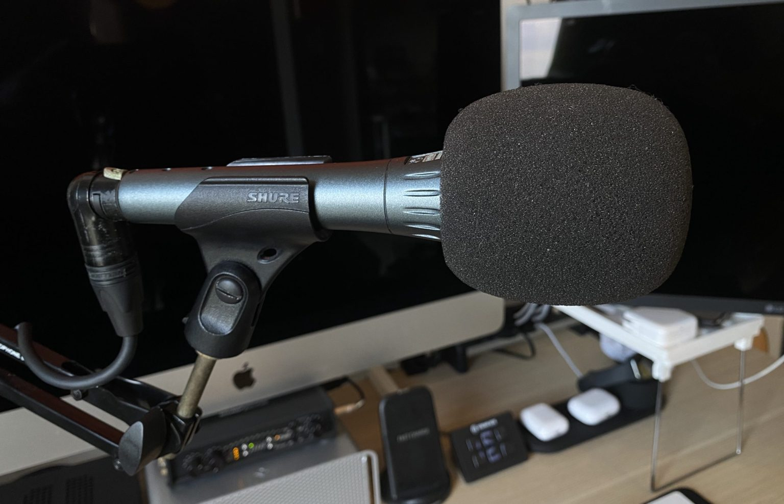 Thompson's main recording miThompson's main recording mic is a Shure BETA 87A Supercardioid Condenser Vocal Microphone.