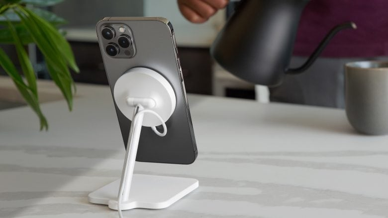 Twelve South Forté elevates iPhone 12 MagSafe charging