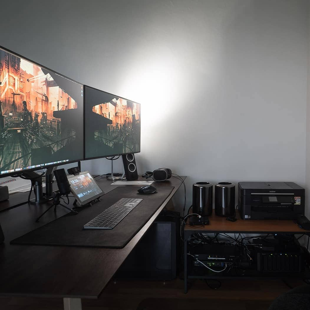Dual monitors and a blazing-fast gaming PC round out the setup.