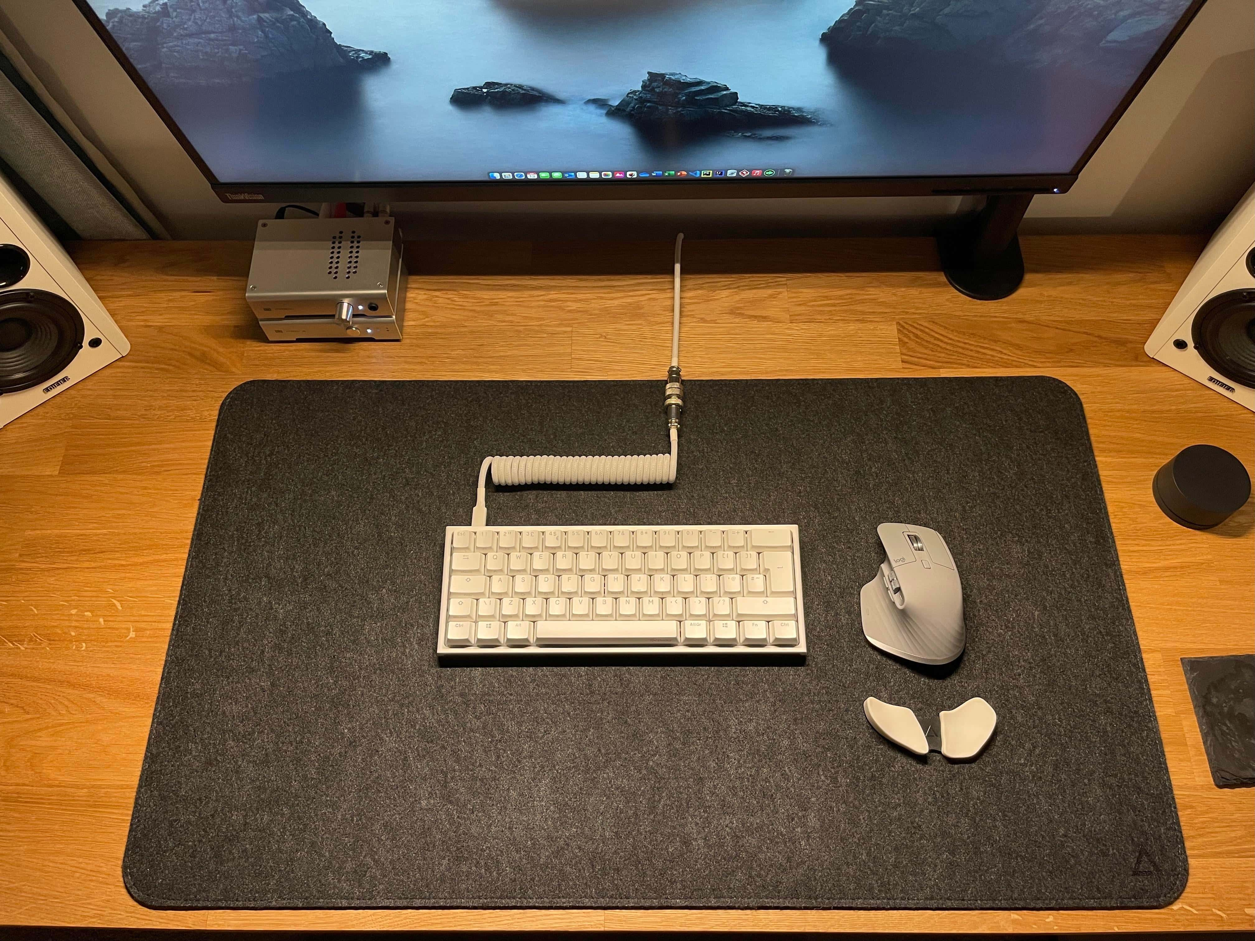 You don't see that ergonomic wrist rest for the mouse and that coiled cable for the keyboard every day.