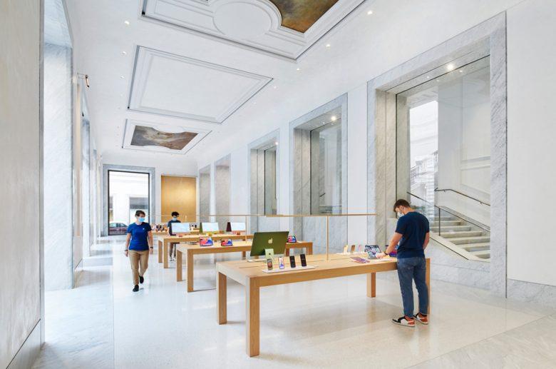 Apple Via del Corso in Rome: Suddenly your local mall Apple Store looks less impressive