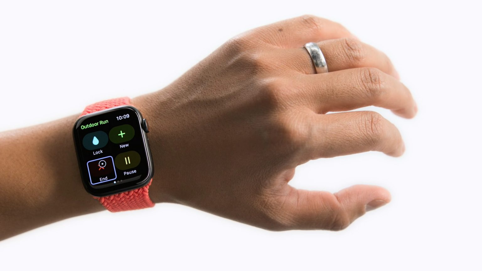 AssistiveTouch lets users control Apple Watch by clenching their fists.