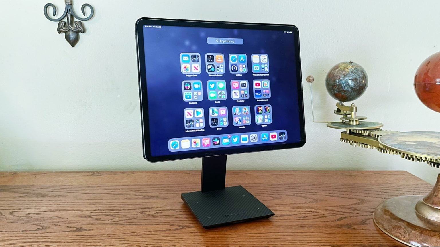 Pitaka MagEZ Stand for Tablets, MagEZ Case and MagEZ Folio review