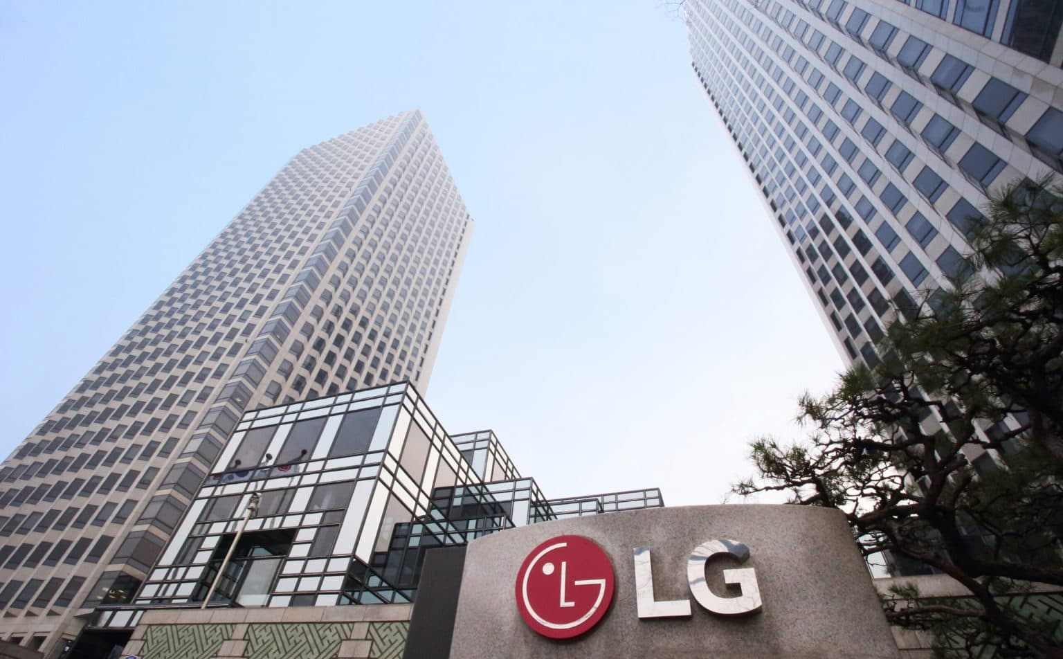 LG Electronics might start selling iPhones in its stores.