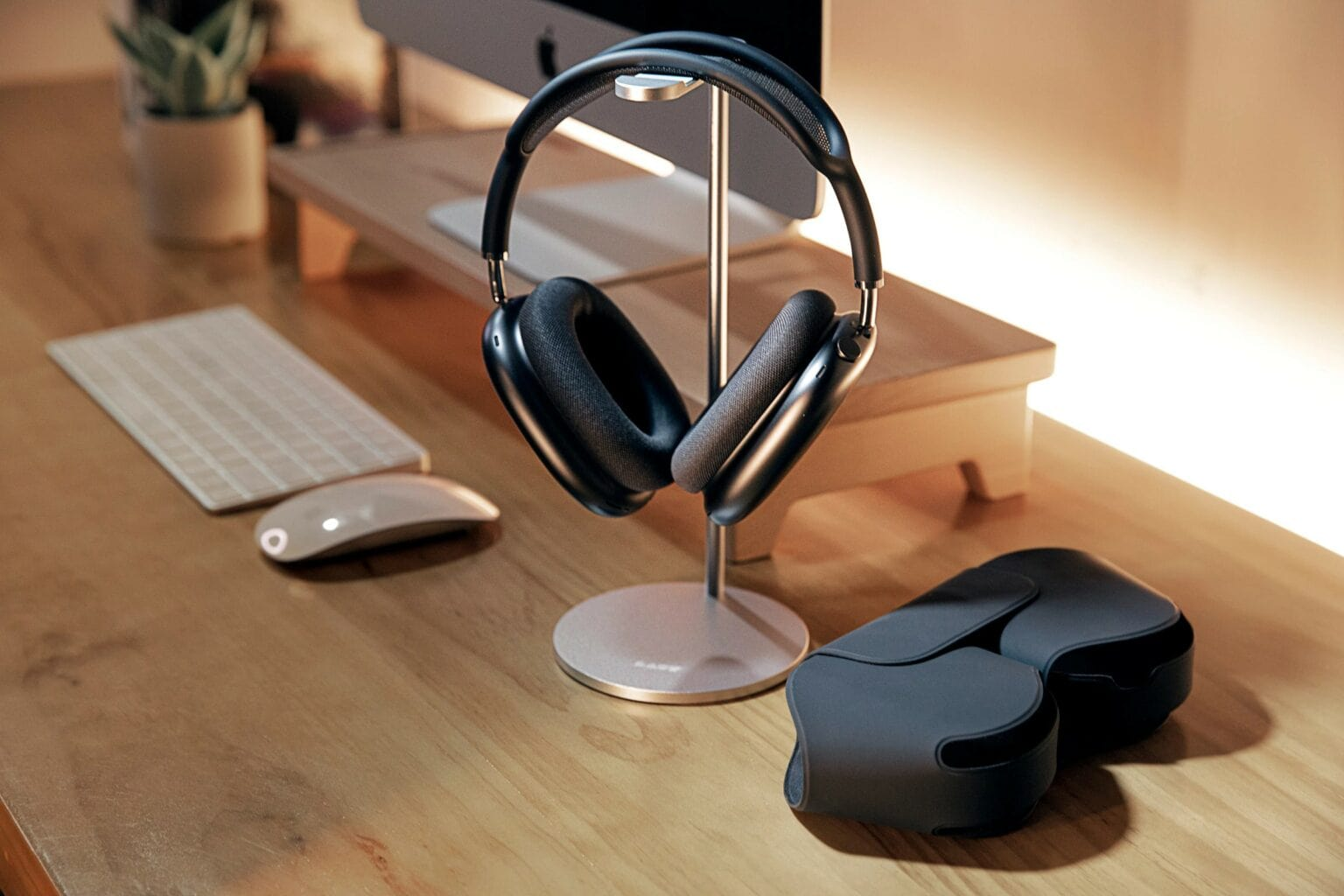 Laut Free Stand for AirPods Max