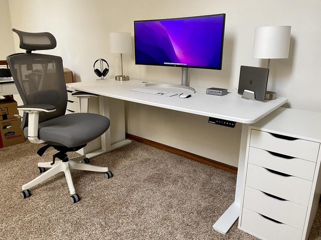 This setup's so clean in part because of what's under that desk.