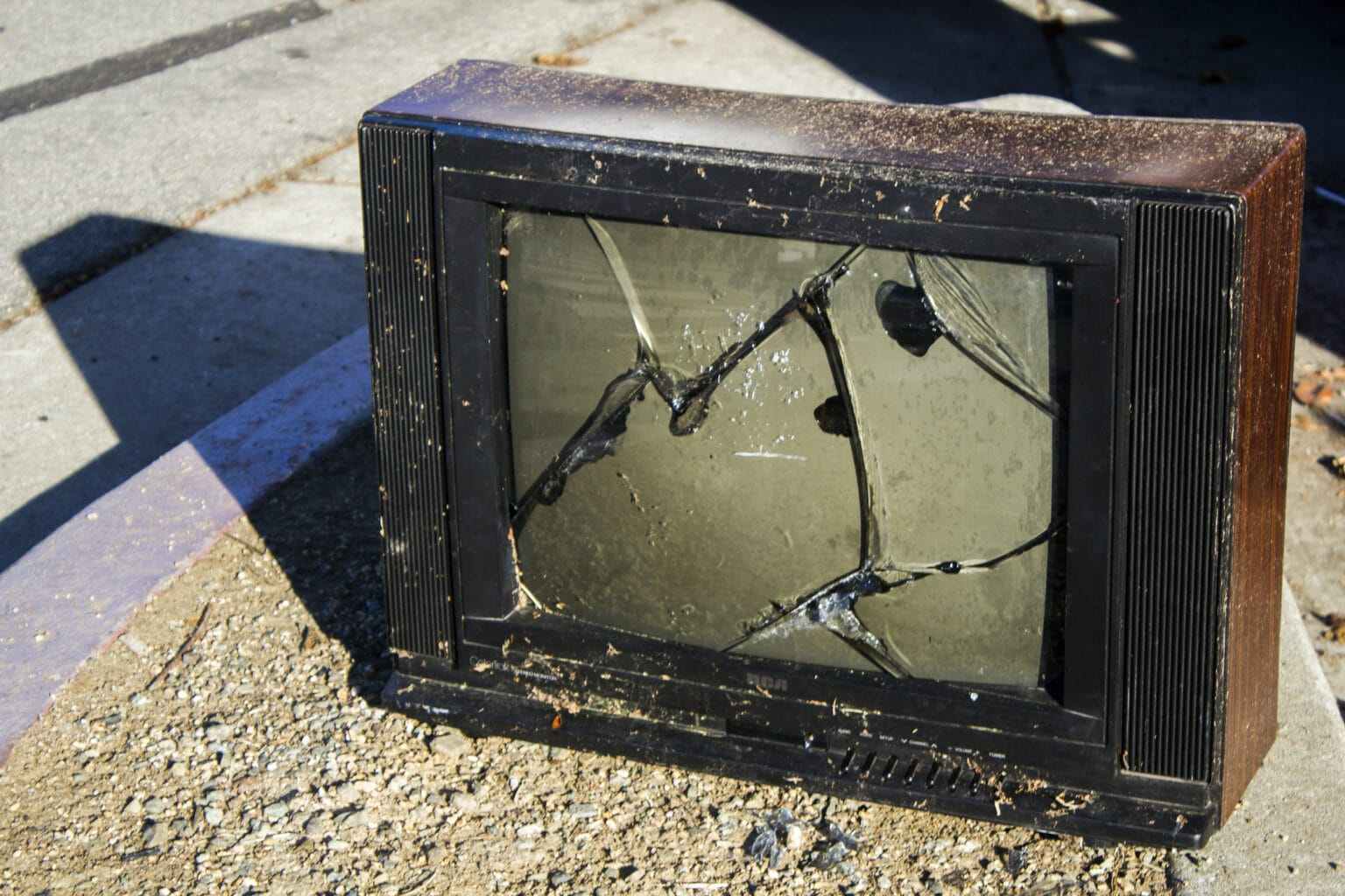 M1 MacBook screen cracks lead to lawsuit. Look out, Cupertino.