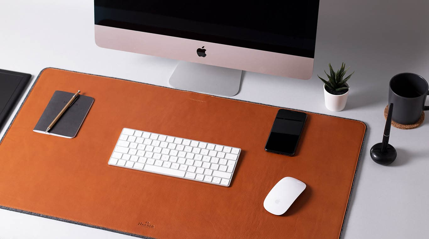 The XL Harber London desk mat adds soft, supple leather to your workspace.