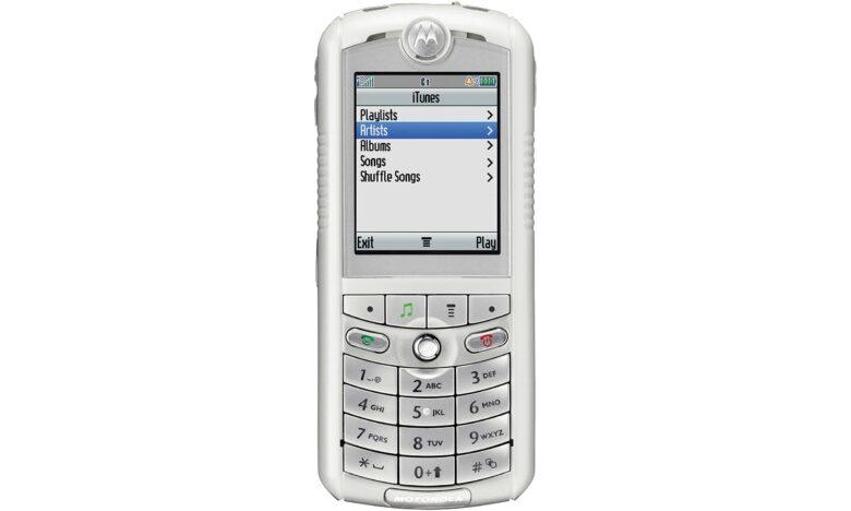 The Motorola Rokr E1 in all its, err, glory.