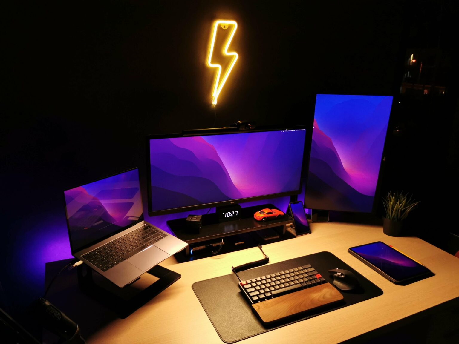 A Hackintosh forms the core of this three-display setup.