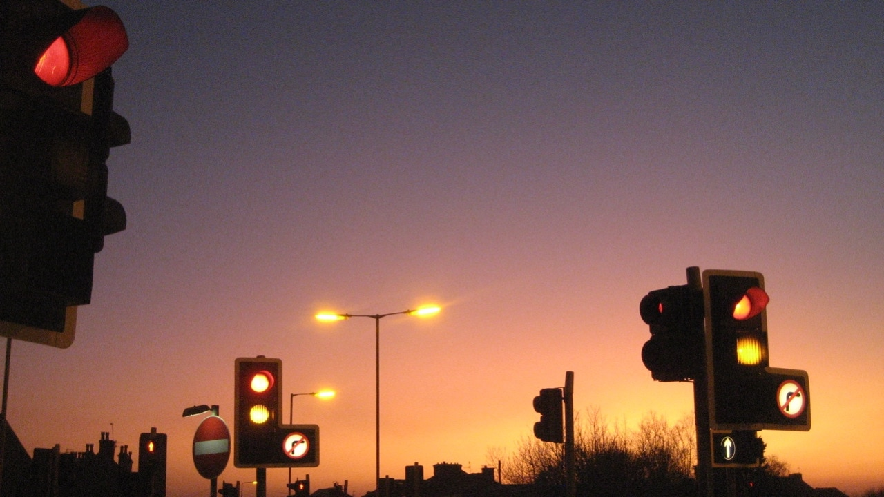 UK will use traffic lights to expand 5G coverage