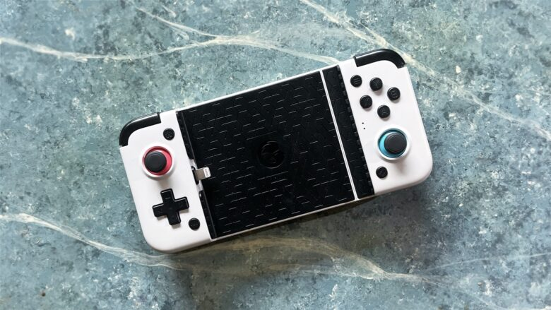 The GameSir X2 Lightning side-by-side game controller makes your iPhone more fun.