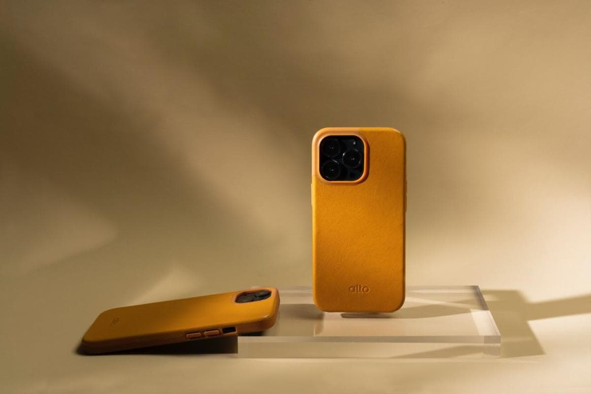 Until the end of October you can get a discount on a new Alto iPhone 13 leather case.